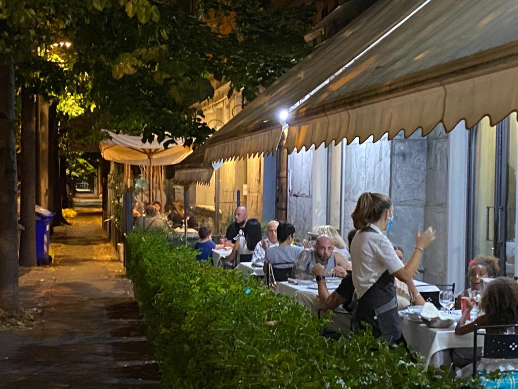 Restaurant Pizzeria for Groups and Families in Parma.. Typical Dishes, Fish and Wood Oven   LUNA BLU WiFi Parking Near the station Dehors